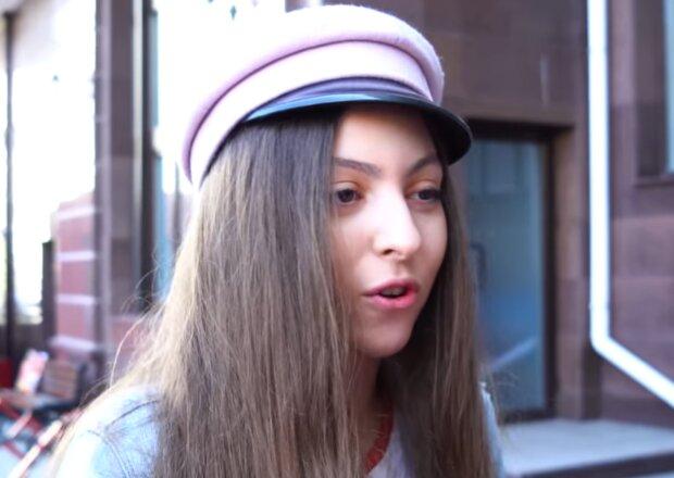 Маша Полякова, кадр з відео
