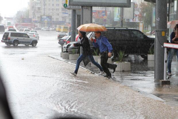 Погода на Трійцю змусить повірити в Бога: страшний потоп і спека до +30