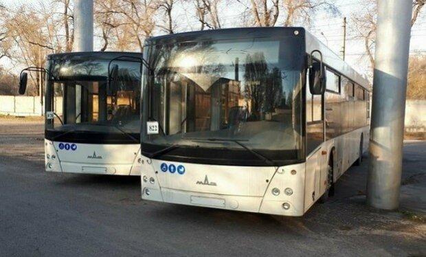 У Запоріжжі пасажирський автобус потрапив під обстріл, люди задихалися від жаху