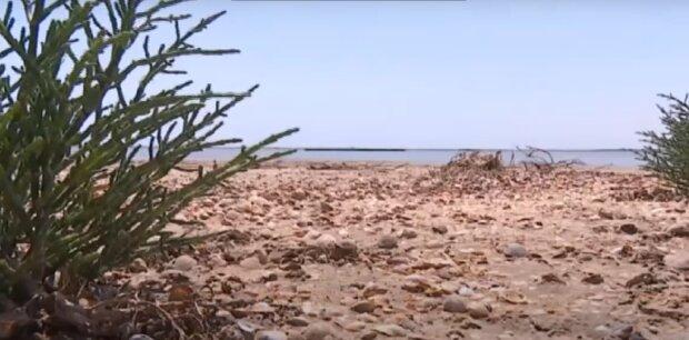 Киевлян на одесском курорте накрыло мощным штормом - гроза с градом, сорванные палатки и песок во рту