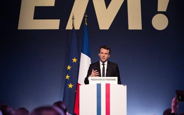 Макрон призвал французов сплотиться против Ле Пен