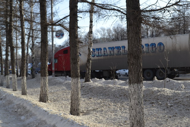 Крым потрясла ужасная авария: самосвал сорвался с горы на аквапарк