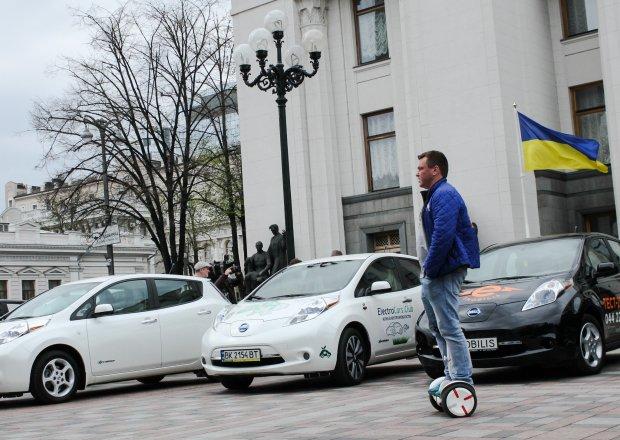 Листопадовий вибух: ці електрокари підкорили серця українців