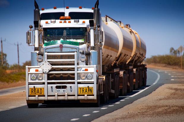 бензин, паливо, дизпаливо, фура, вантажівка // фото Getty Images