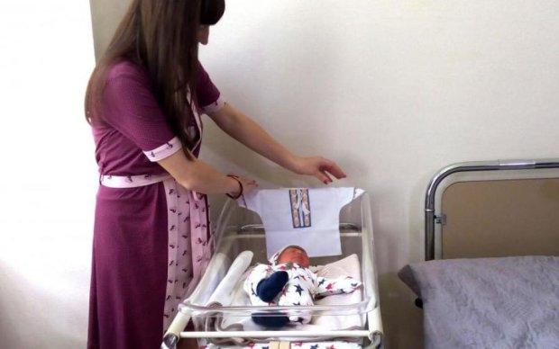 Помощь при рождении: украинцам показали полный список вещей в бэби-боксах