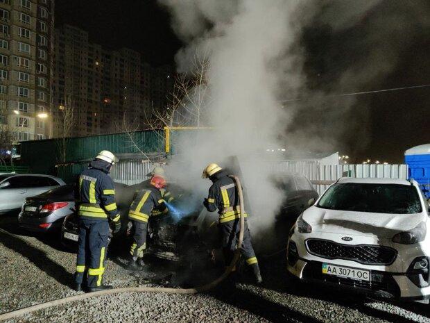 В Киеве неизвестные сожгли Range Rover, фото Информатор