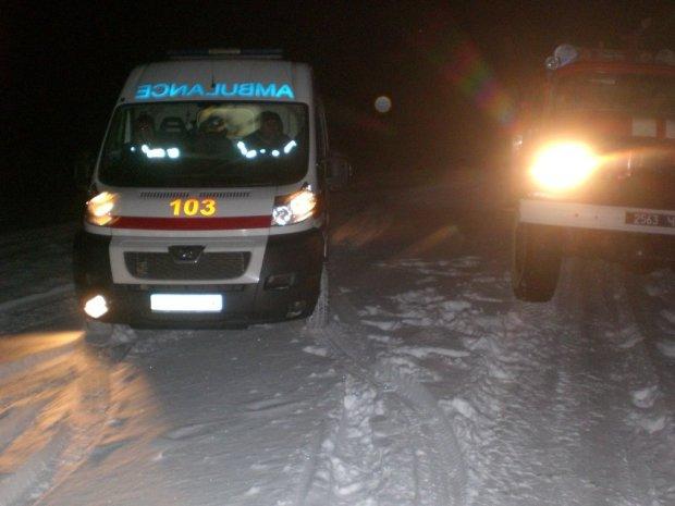 Фура зім'яла автобус з дітьми: жертв вирізали рятувальники
