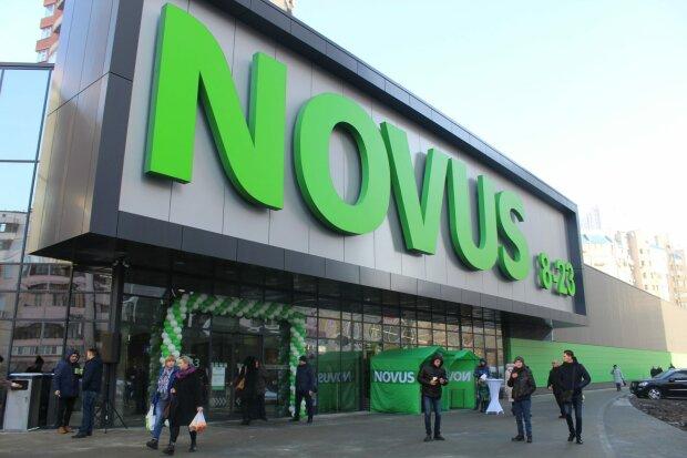 """В Novus колбаска """"подмигнула"""" покупателям, уберите еду от экранов"""