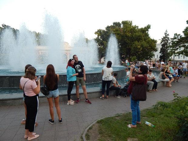 В Одессе фонтан превратили в сливную яму: и этим дышат ваши дети, - фотошок