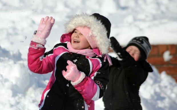 Ура, снігопад! Малим киянам дозволили не ходити до школи