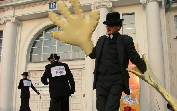 Главное за ночь: судилище в Кемерово и тревожное предупреждение украинским банкам
