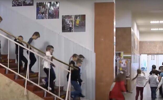 Скільки шкіл та садочків зачинили на карантин в Україні, статистика від МОЗ