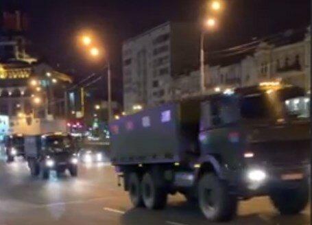 колона військових вантажівок в Києві, скрін з відео
