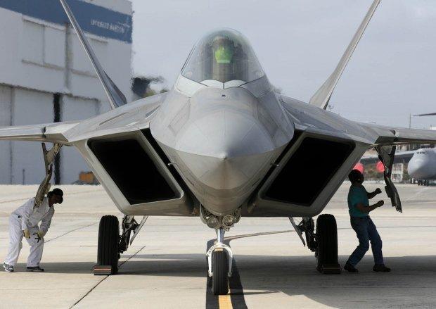"""Іржаві путінські бомбардувальники нарвалися на """"хижаків"""": подробиці зіткнення"""