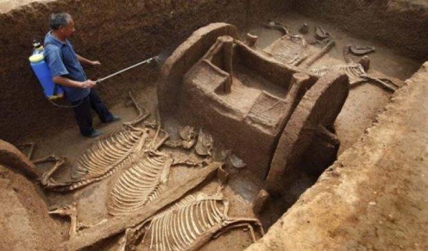 Зливи в Китаї допомогли відшукати стародавні поховання