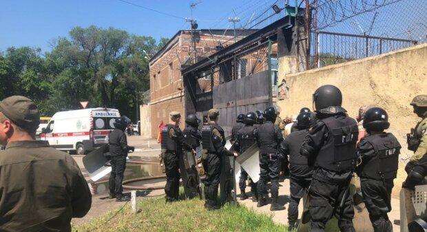 Полиция, СБУ и Нацгвардия слетелись под одесскую колонию, творится что-то страшное: первые подробности и кадры