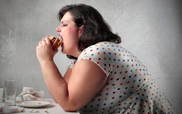 Психологи назвали основные причины переедания