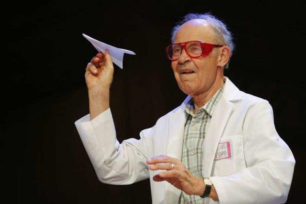 Ночные эрекции и муха в вине: в США вручили Шнобелевскую премию