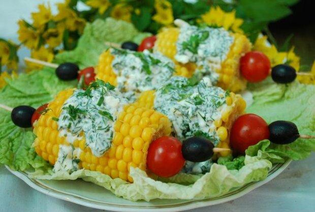 Качани кукурудзи з сиром і зеленню - простий спосіб зробити всім відому страву ще смачнішою