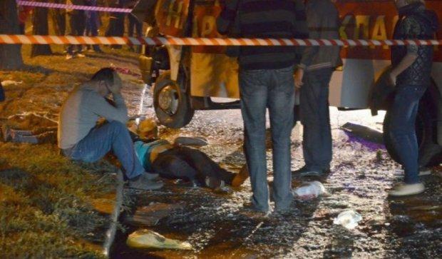 Кривава аварія із маршруткою в Миколаєві: двоє загиблих і 19 поранених (фото)