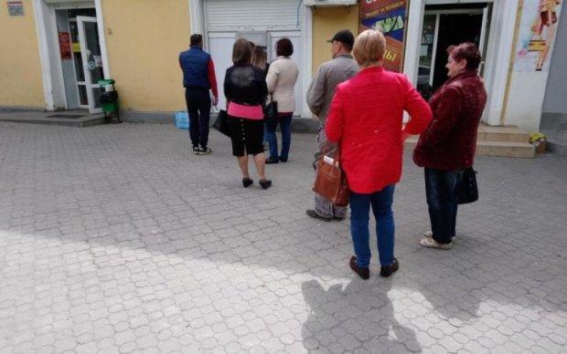 Украинцам подсовывают фальшивку даже банкоматы: что делать, куда бежать
