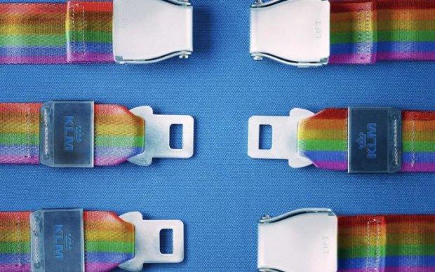 Авіакомпанія втратила клієнтів через рекламу ЛГБТ