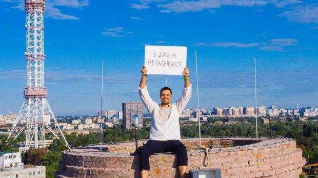Украинские флаги взвились в разных уголках мира ко Дню Независимости: как земляки поздравляют с праздником