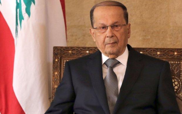 Цыганочка с выпадом: президент Ливана зрелищно упал на красной дорожке
