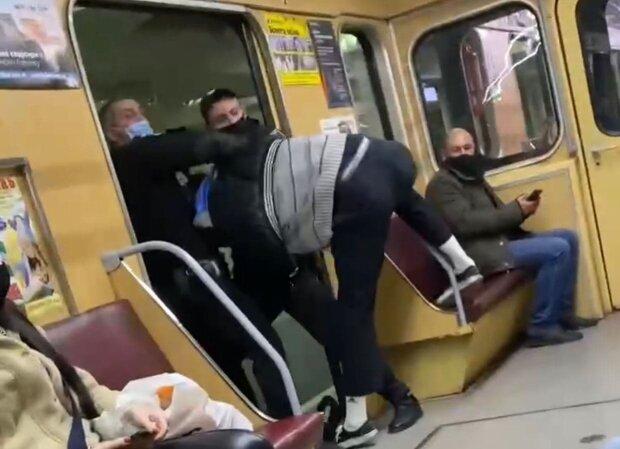 Конфликт в харьковском метро / скриншот из видео