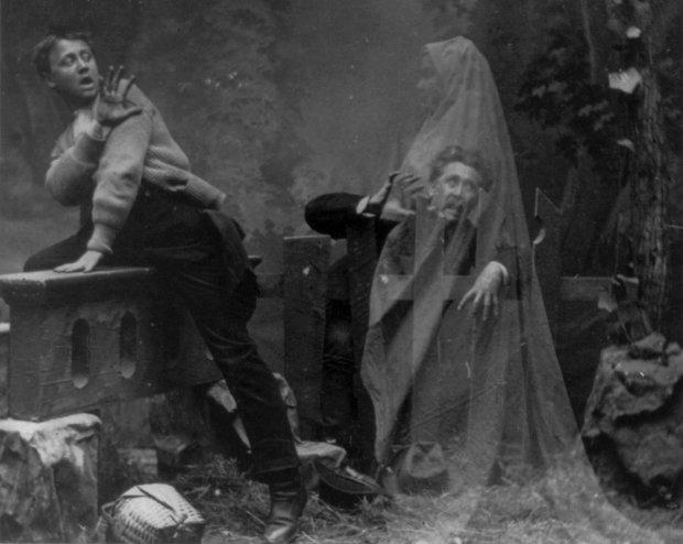 Вони серед нас: найпопулярніші знімки з привидами, зроблені десятки років тому