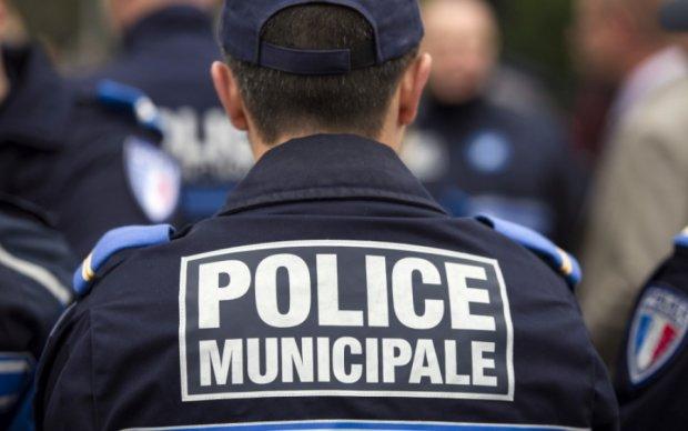 Французьких виборців евакуювали через загрозу теракту