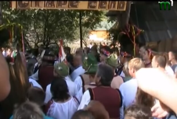 """Украинцам показали, как гуляют свадьбы на Закарпатье: """"Традиции - превыше всего"""""""
