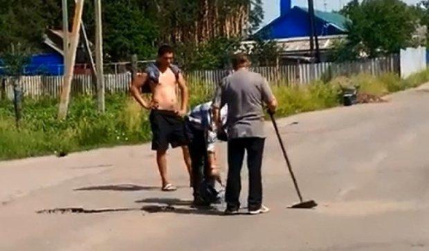 На YouTube сміються з ремонту доріг по-російськи