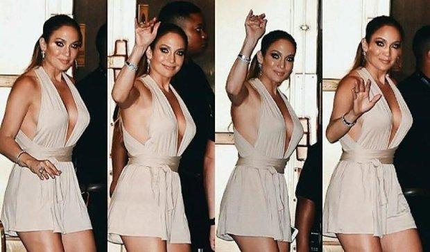 Откровенное платье Дженнифер Лопес покорило поклонников (фото)