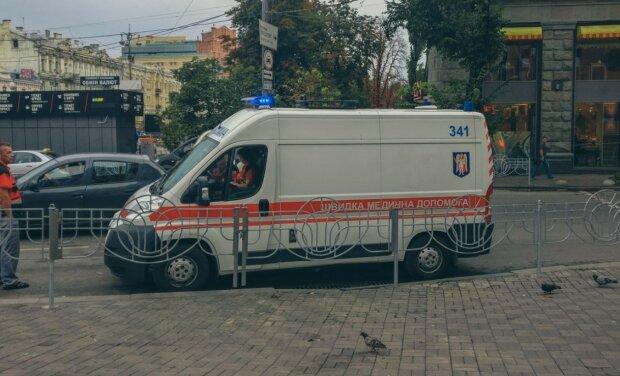 Дівчата влаштували масове побоїще у центрі Києва: хапали за волосся й лупцювали ногами, відео не для слабкодухих