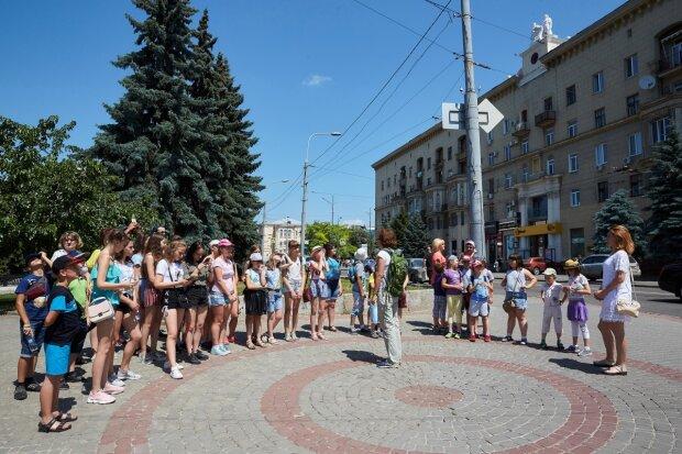 Харьковских школьников награждают за посты в соцсетях, но не все так просто: какую хитрость придумали у Кернеса
