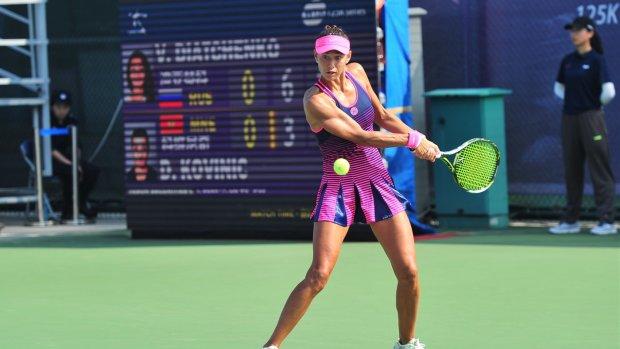 Теннисистка с руками-базуками взорвала сеть: супергерой из комиксов