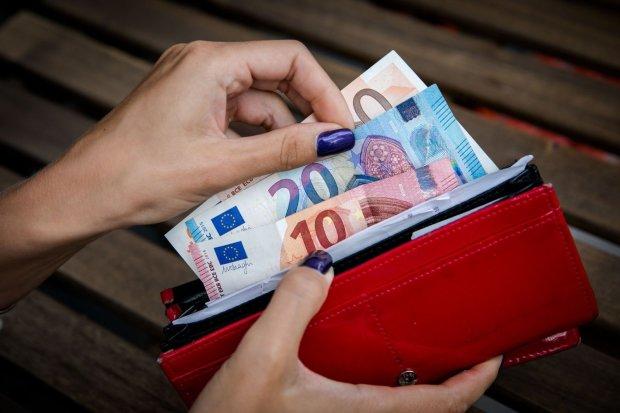 """Украинцев подразнили """"зарплатой, как в Европе"""" и назвали условия: счет не в вашу пользу"""