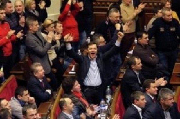 """Украинцы предлагают повесить всех депутатов на """"Аллее Славы"""""""
