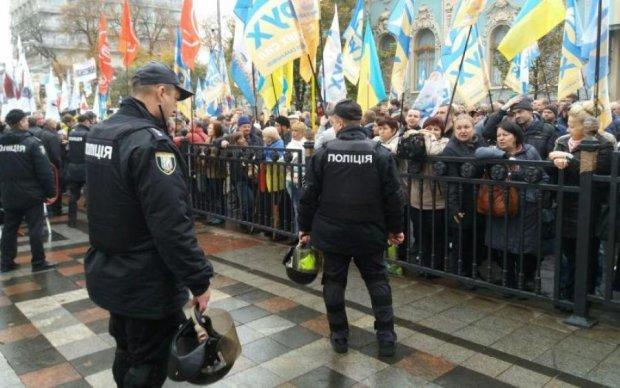 Нацгвардія блокує протести під Радою: відео