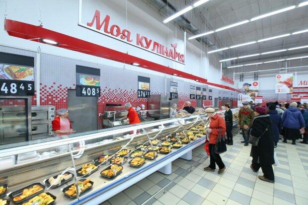 """Овощи с плесенью и гнилая рыба: как """"Ашан"""" травит украинцев накануне праздников, гадкие кадры"""