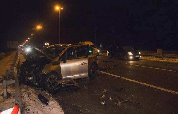 Львовянина на BMW занесло на скользкой трассе, ужасная гибель - жмите на тормоза