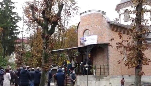 """У Тернополі освятили новий храм, парафіяни в захваті: """"Як у Ватикані"""""""