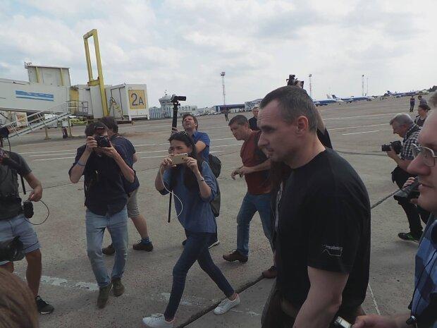 """Подоляк показав хвилини щастя для українських полонених, радість переповнює: """"Драма в прямому ефірі"""""""