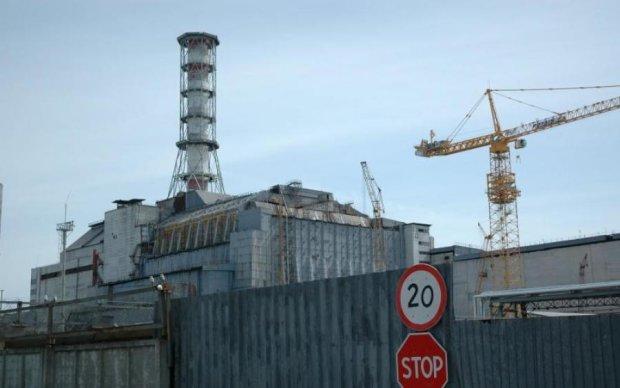 Річниця Чорнобиля: Порошенко розповів, коли запрацює новий саркофаг