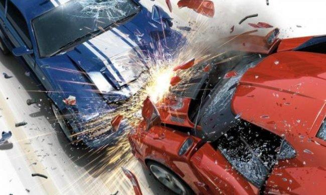 Mercedes вилетів у опори моста на Житомирській трасі