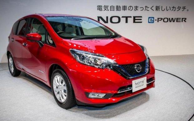 Nissan анонсировала линию гибридных компактвэнов