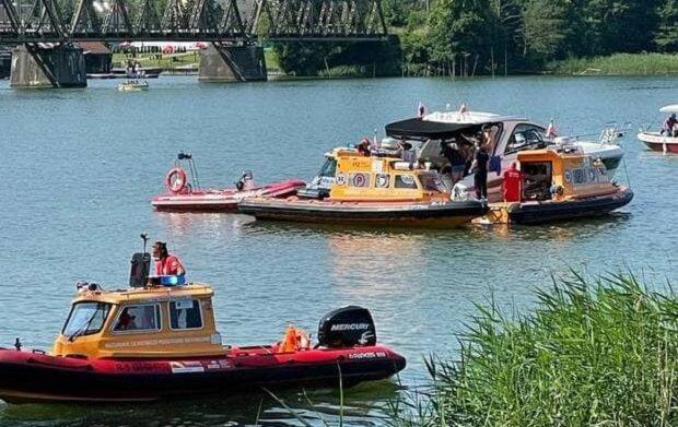 Вертолет с украинцами рухнул в озеро в Польше, есть пострадавшие