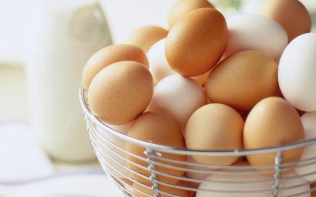 Коричневий проти білого: що означає колір яйця