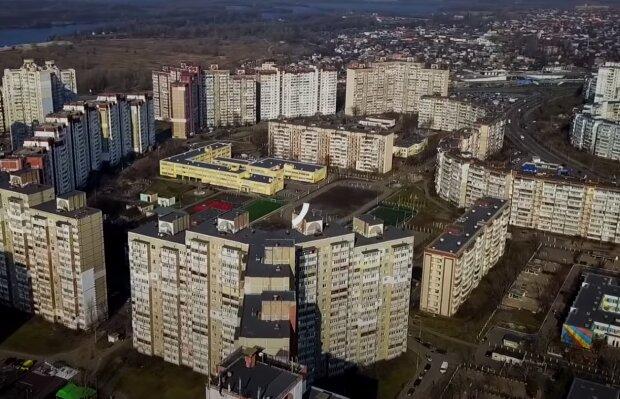 """Киевляне жалуются на жизнь в спальных районах, без садиков и больниц - """"Это гетто"""""""